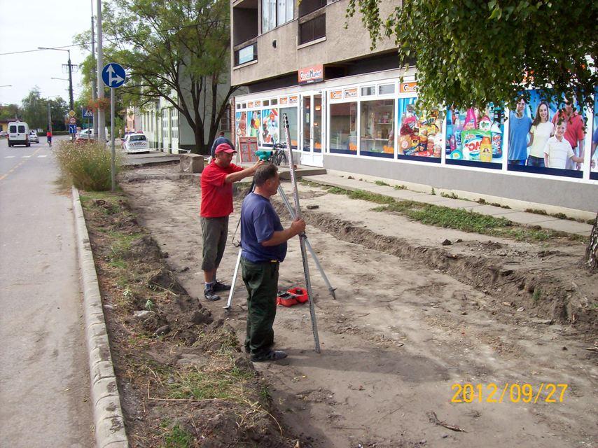 Gőzerővel folyik a járdaépítés a Rendőrség és a Rossman közti szakaszon a  vállalkozó felajánlásának köszönhetően. Sajnos egy rejtett hibát találtak a  föld ... 9f139ad402